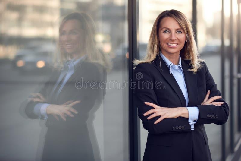 唯一确信和可爱的女性女实业家 库存图片