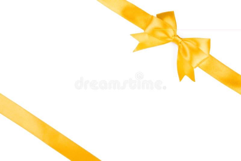 唯一礼物弓,金黄缎,与发怒丝带 免版税库存照片
