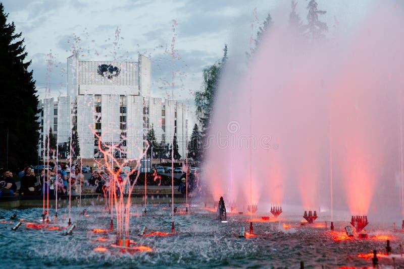 唱歌喷泉在车里雅宾斯克 免版税库存照片