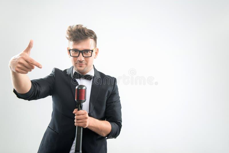唱歌在话筒的Mc 免版税图库摄影