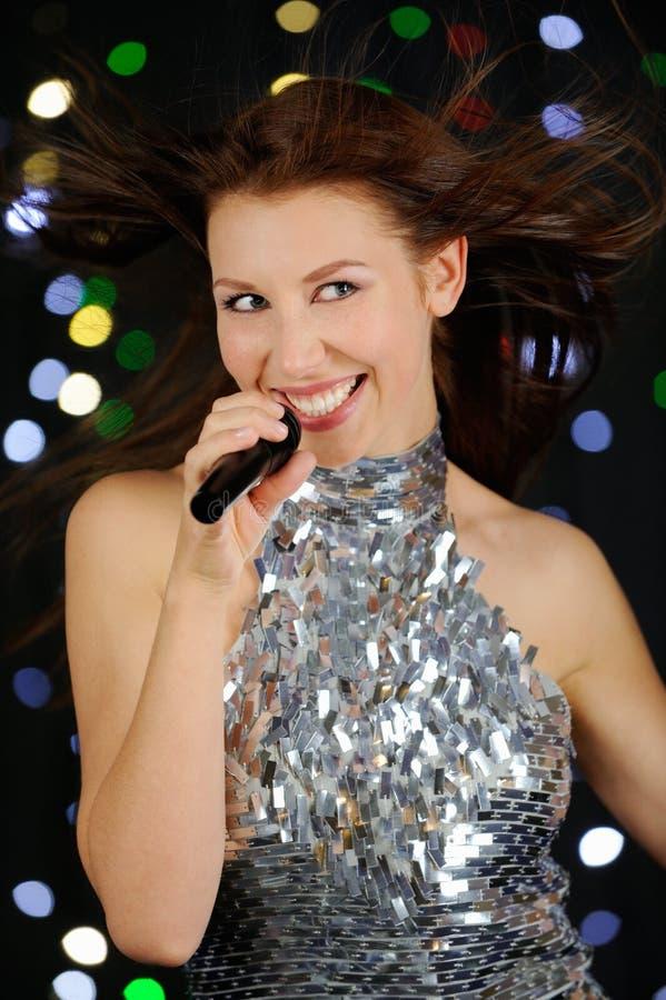 唱歌妇女年轻人 免版税库存照片