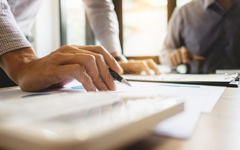 商业主管合作见面群策群力工作和销售概念 免版税库存图片