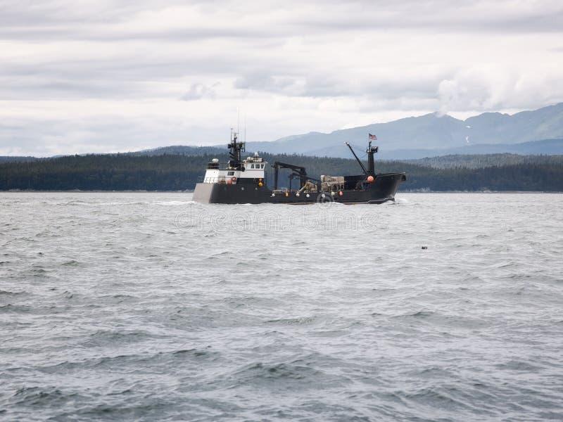 商业在朱诺,阿拉斯加附近的螃蟹捕鱼船 库存照片