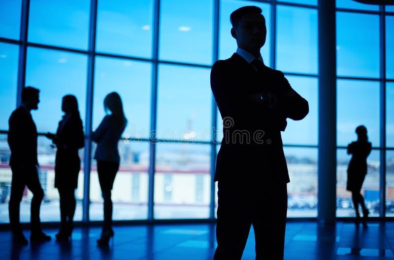 商业在路径白色的查出的领导先锋 库存图片