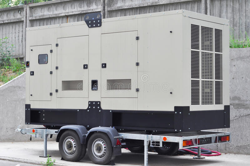 商业备用发电器 一台备用发电器是自动地经营的一个备用电气系统 库存照片