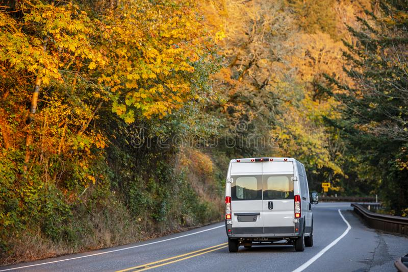 商业跑交付和的事务的紧凑微型搬运车  免版税库存照片