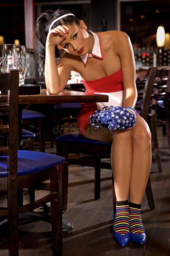商业餐馆的女服务员女孩制服的 库存照片