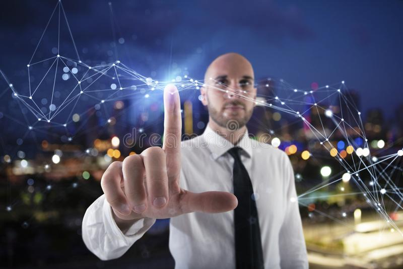 商人与未来派互联网接口一起使用 免版税图库摄影