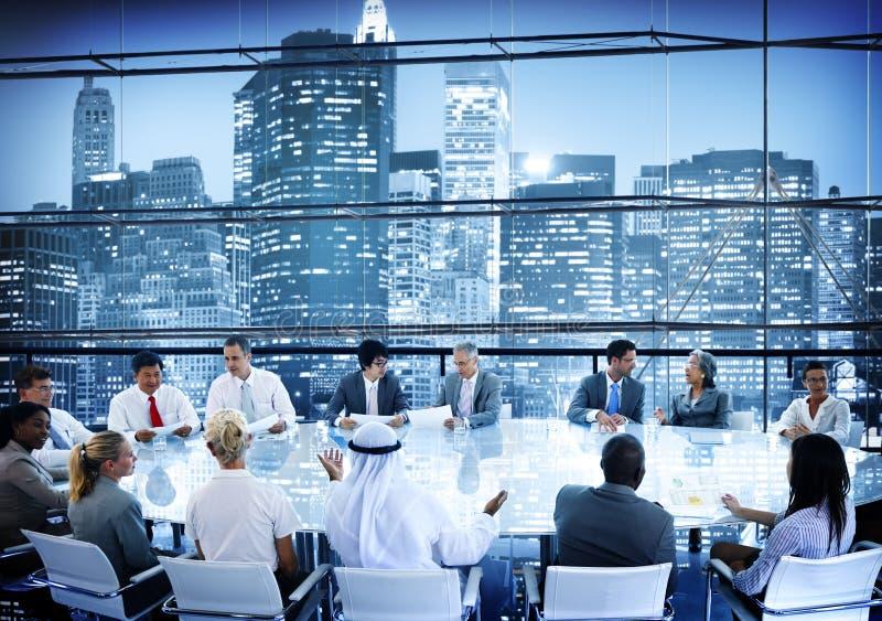 商人会议室交谈队运作的概念 库存照片