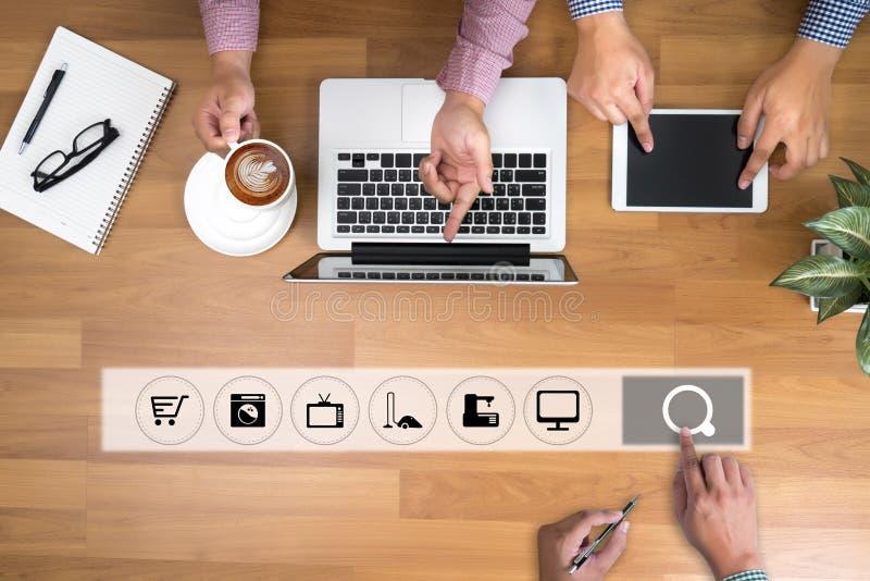 商人使用技术电子商务互联网世界市场 免版税库存图片
