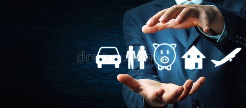 商人保护的汽车、家庭、存钱罐、房子和飞机象 保险 库存照片