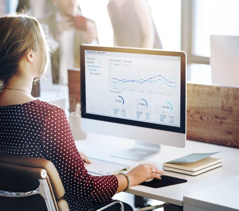 商人分析想法的财务成长成功概念 免版税图库摄影