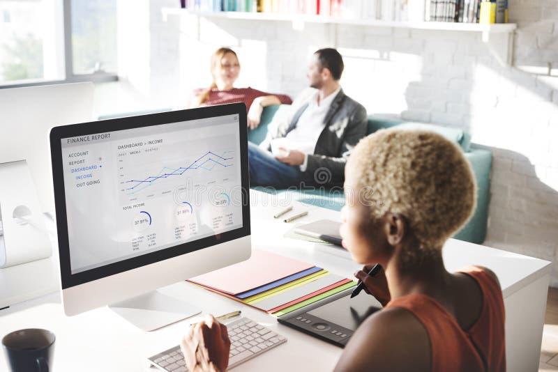 商人分析想法的财务成长成功概念 免版税库存图片