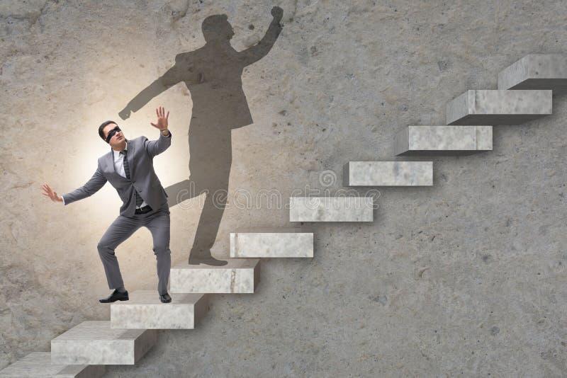 商人和他的阴影在企业概念 免版税图库摄影