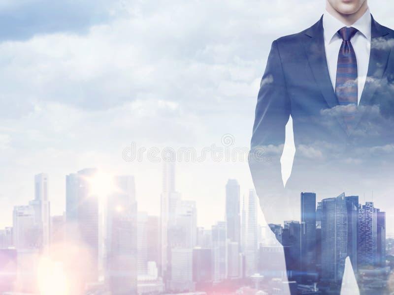 商人和城市两次曝光  免版税库存照片