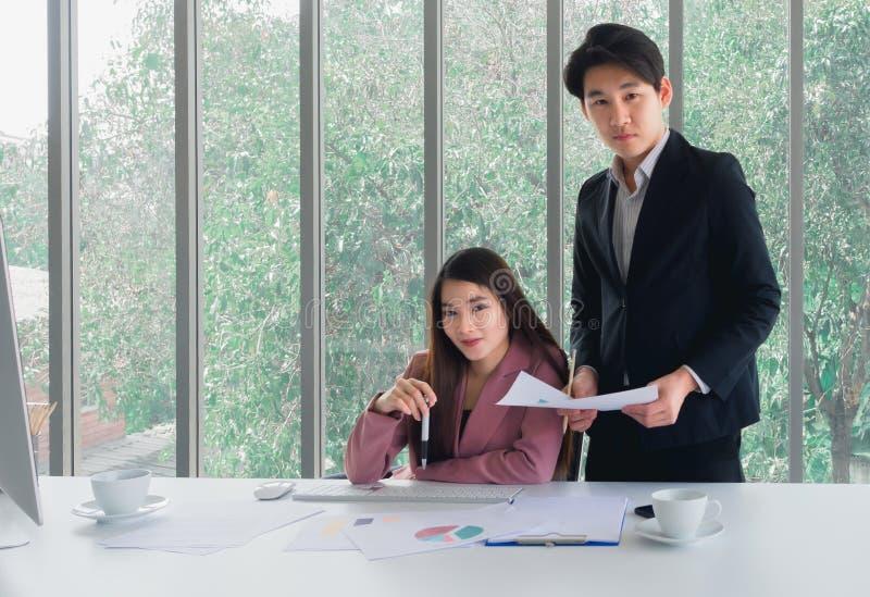 商人和女实业家 免版税库存照片