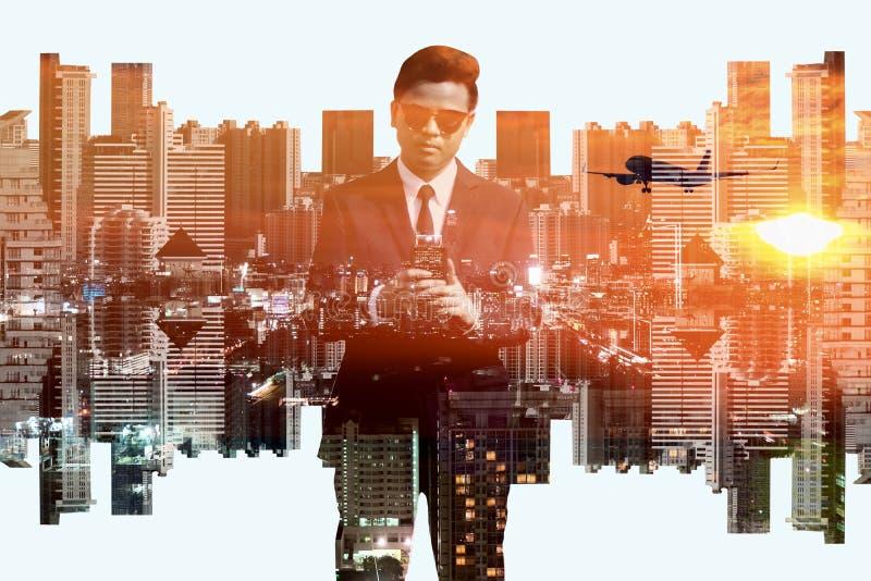 商人和都市风景两次曝光背景 免版税图库摄影