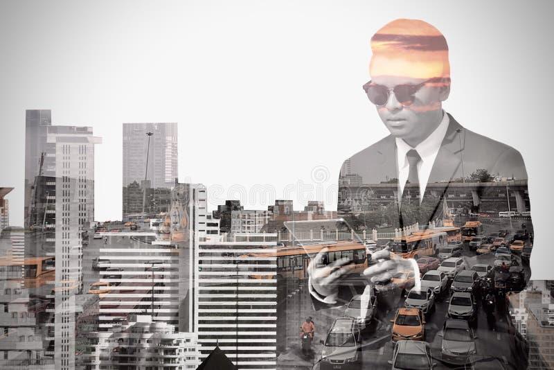 商人和都市风景两次曝光背景 免版税库存图片