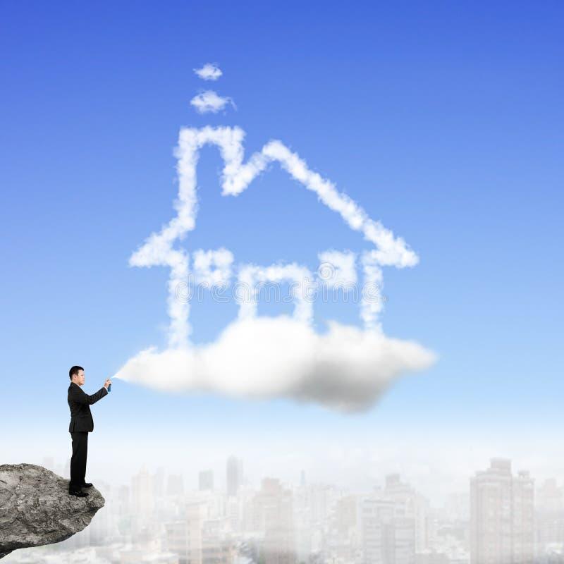 商人喷洒的房子形状云彩油漆 库存图片