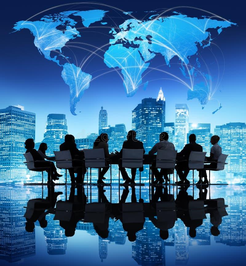 商人在全球企业会议 免版税库存图片