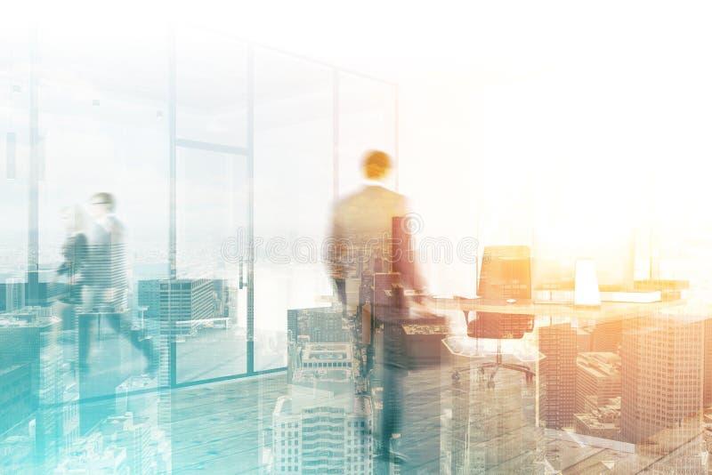 商人在办公室,都市风景背景 库存照片