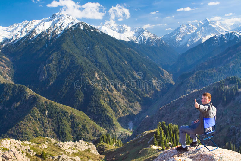 商人在山顶部喜欢与a 免版税图库摄影