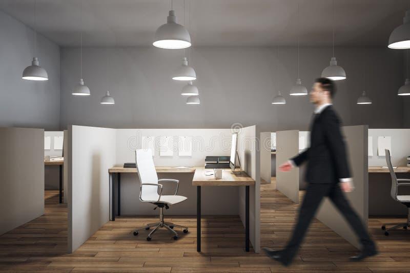 商人在当代coworking的办公室 免版税库存图片