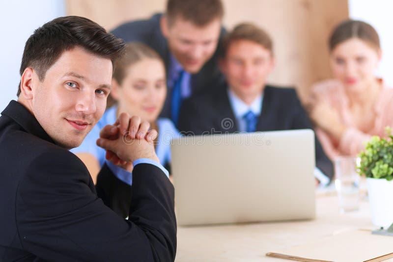 Download 商人坐和谈论在事务 库存照片. 图片 包括有 女孩, 文件, 合伙企业, 开会, 降低, 成功, 合作, 商业 - 62527538
