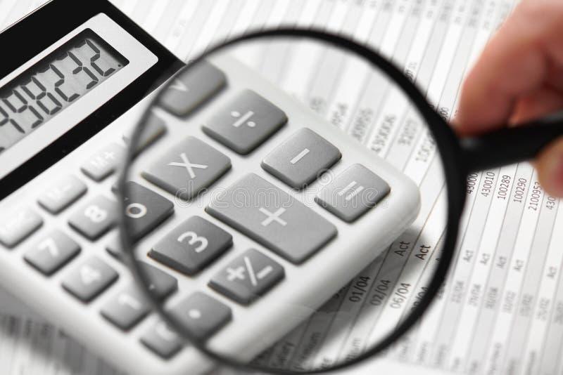 商人工作和计算财务 企业财务会计概念 特写镜头手 库存照片