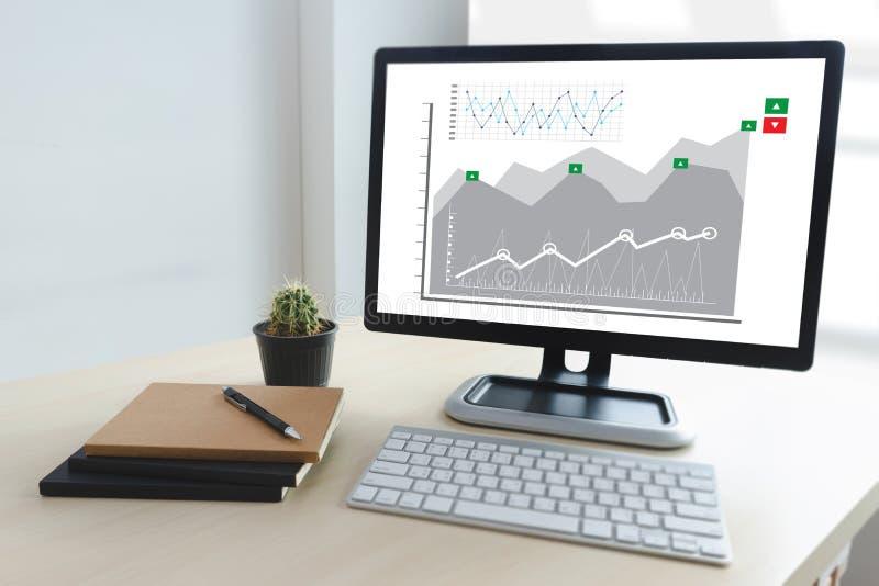 商人工作图日程表或计划的财政报告da 免版税图库摄影