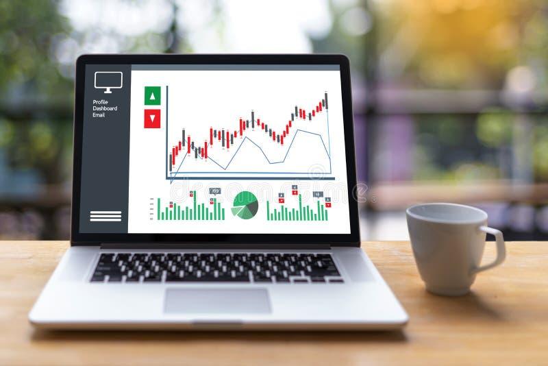 商人工作图日程表或计划的财政报告da 免版税库存照片