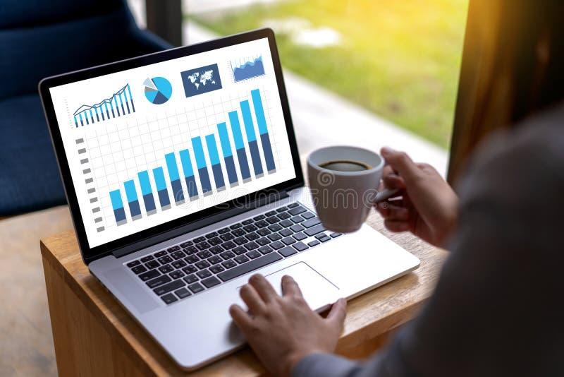 商人工作图日程表或计划的财政报告da 库存照片