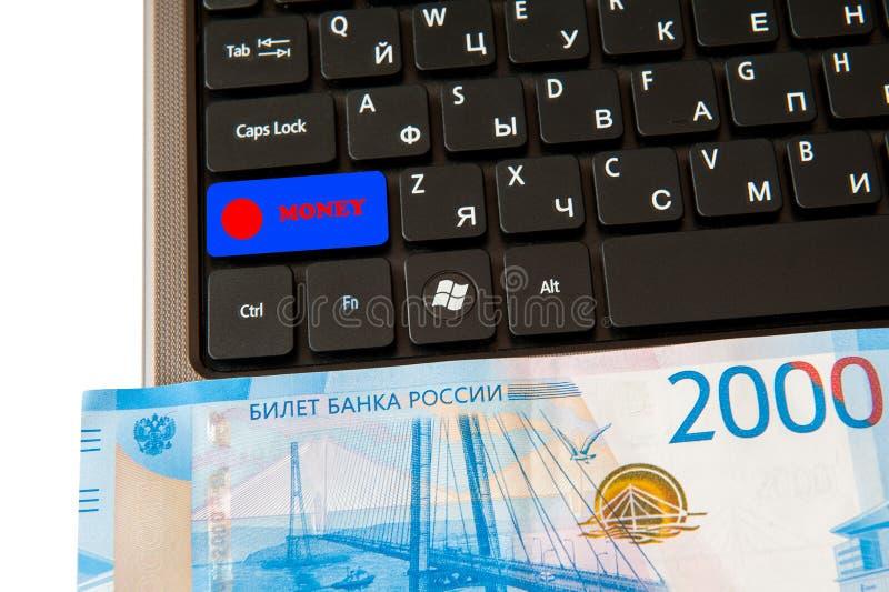 商人工作场所 膝上型计算机货币 由银行卡的付款 图库摄影