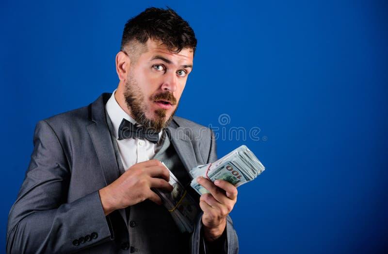 商人得到了现金金钱 丰厚和福利概念 得到现金容易和迅速 现金交易事务 人 免版税库存照片