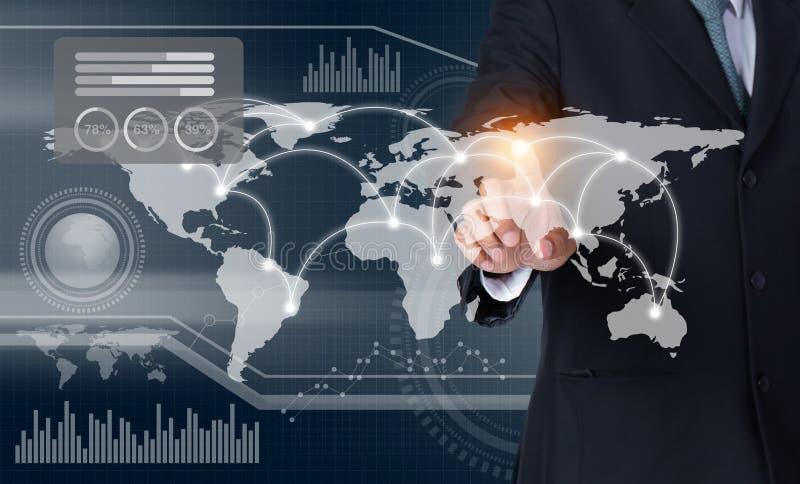 商人感人的世界地图和图表在屏幕上有他的手指的 免版税库存图片