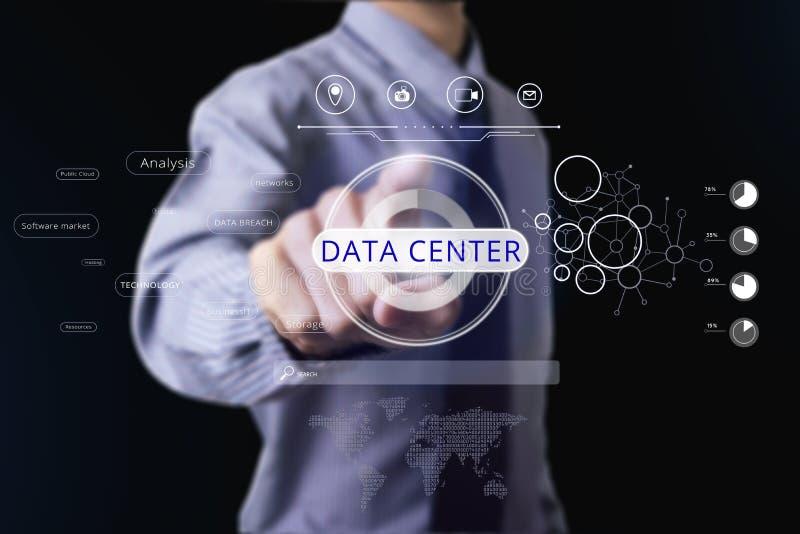 商人感人的数据中心 概念信息 免版税库存照片
