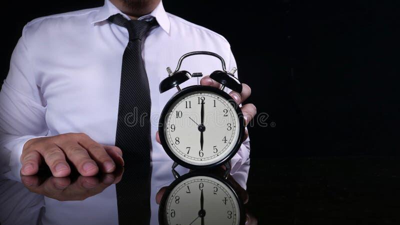商人指向六O& x27的藏品时钟;时钟 库存照片