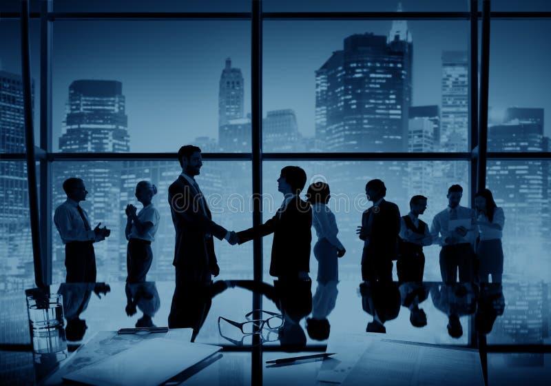 商人握手成交企业合作概念 免版税库存照片