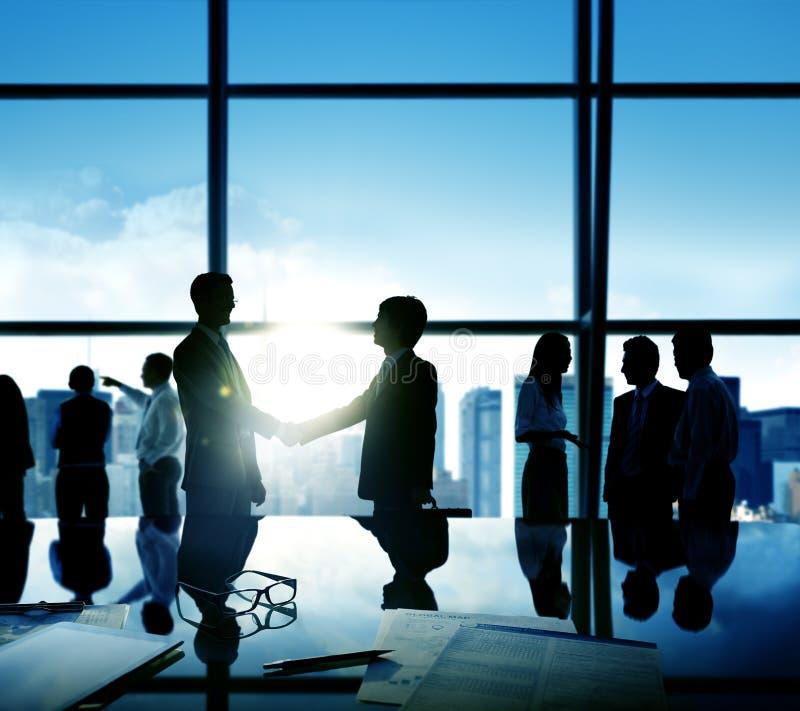 商人握手成交企业承诺概念 库存照片