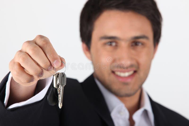 商人摇晃的钥匙 免版税图库摄影