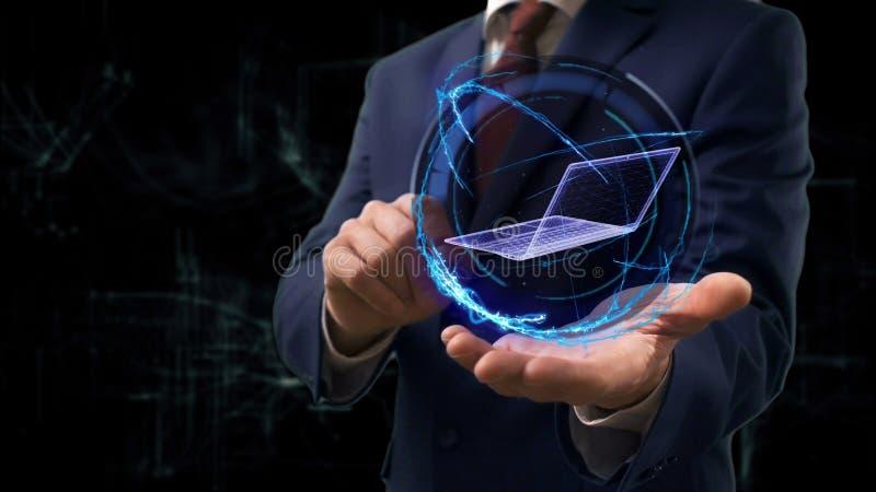 商人显示概念在他的手上的全息图3d膝上型计算机 免版税库存照片