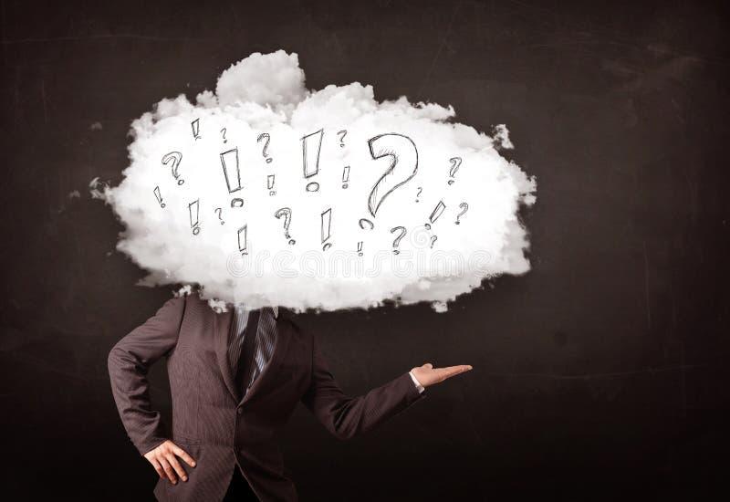 商人有问题和惊叹号的云彩头 免版税图库摄影