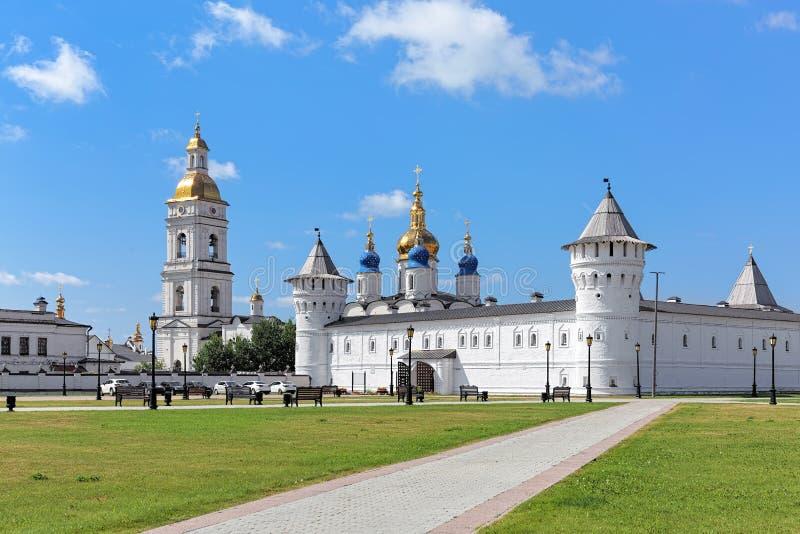 商人法院和圣索菲娅假定大教堂在Tobolsk克里姆林宫,俄罗斯 库存图片