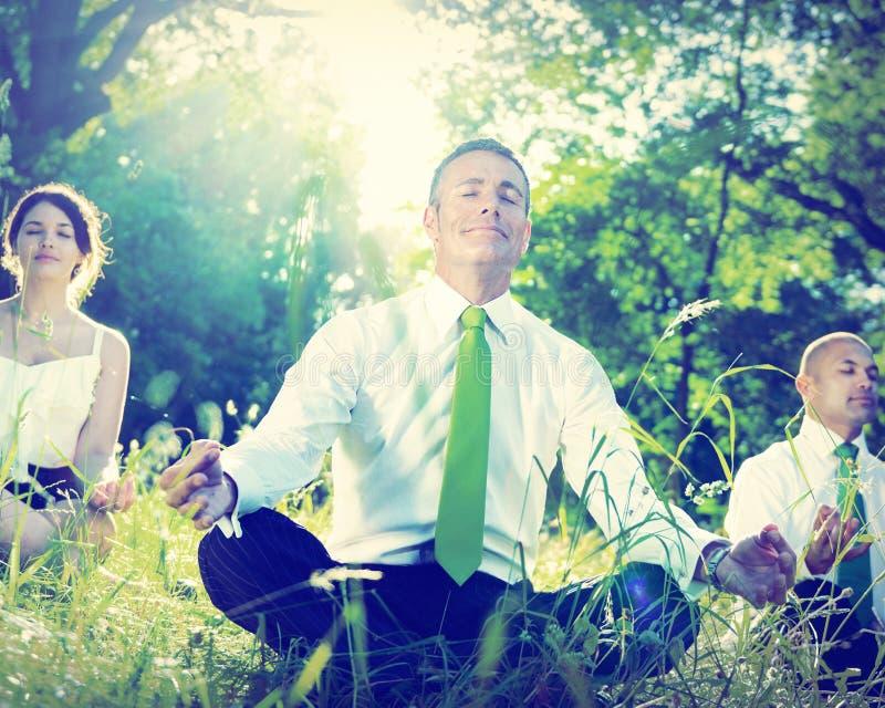 商人瑜伽放松福利概念 免版税库存照片