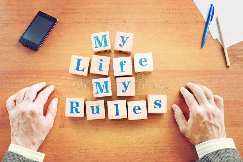我的生活我的规则 商人由木立方体做了文本 库存图片