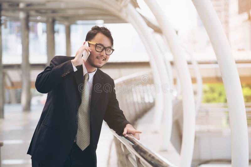 商人电话告诉 库存照片