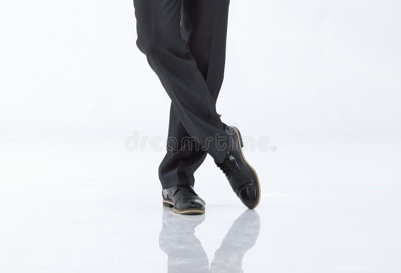 商人的盘的腿裤子和鞋子的 查出在白色 免版税库存图片