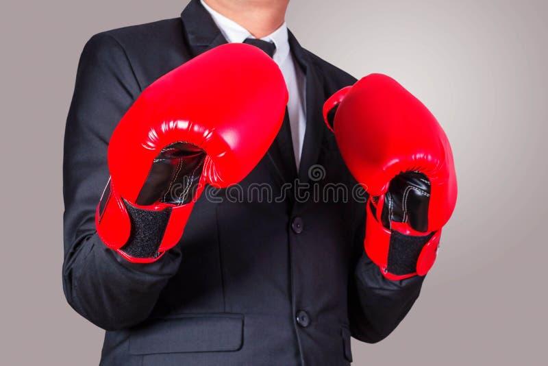 商人穿上拳击手套 免版税库存图片