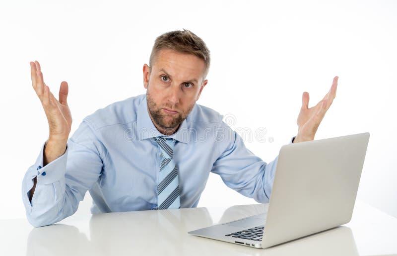 商人绝望与膝上型计算机 免版税库存照片