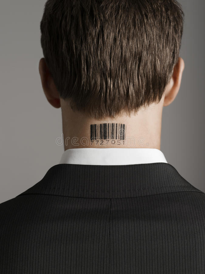 商人背面图与计算机条码纹身花刺的在脖子 免版税图库摄影